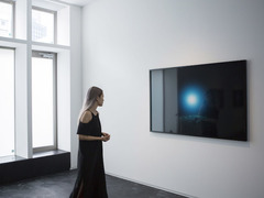 光が進む方向を追いかけて。写真家・野口里佳の新作「海底」