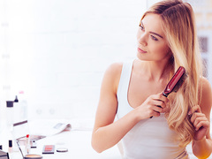 40代を襲う抜け毛やうねり。髪の悩みに役立つ正しいブラッシング方法