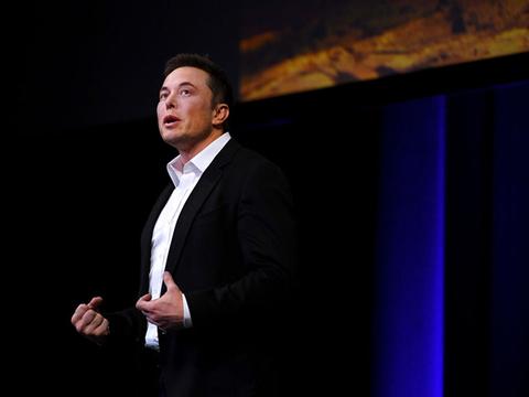 エコノミー価格で地球旅行。火星移住もイーロン・マスクの射程内 [The New York Times]