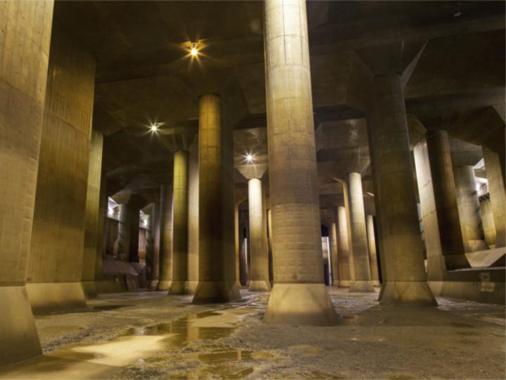 これは巨大な地下神殿? いいえ...