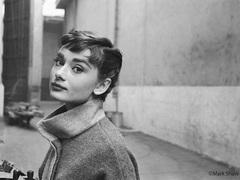 映画が生んだ妖精、オードリー・ヘプバーンの貴重な姿をみる写真展