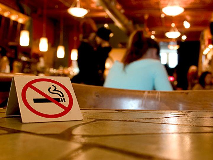 タバコ天国TOKYOは世界水準の禁煙都市になれるのか? [The New York Times]