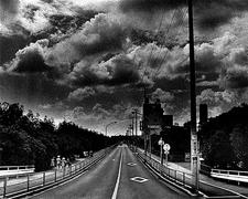 肌理にみる生の証/横浜美術館「石内 都:肌理(きめ)と写真」展