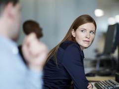 職場のめんどくさい同僚と距離をおく方法