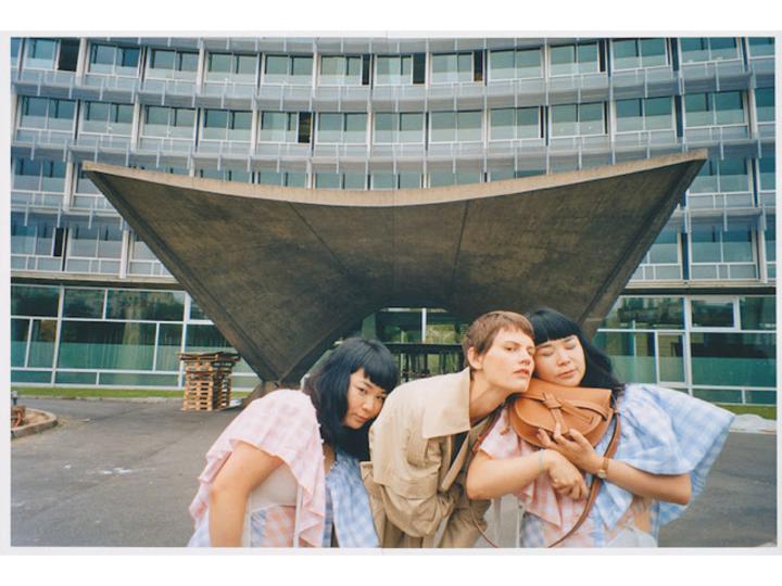 ひとりだけど双子。ロエベとコラボした日本人アーティストって?