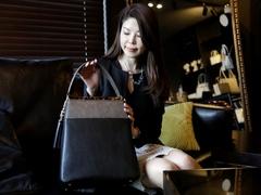 ITコンサルタント&バッグデザイナー。2つの顔を持つ才色兼備な女性の必需品とは