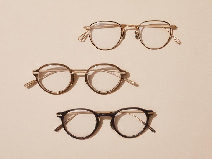 ぐっとおしゃれに。メガネ選びのポイント3つ/青木貴子の「仕事の洋服」#05