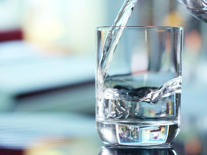30日間、毎日3.7リットルの水を飲んでみてわかったこと