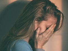 """パートナーが、都合よく話を作っていない? 専門家が教える""""感情的虐待""""のサイン7つ"""