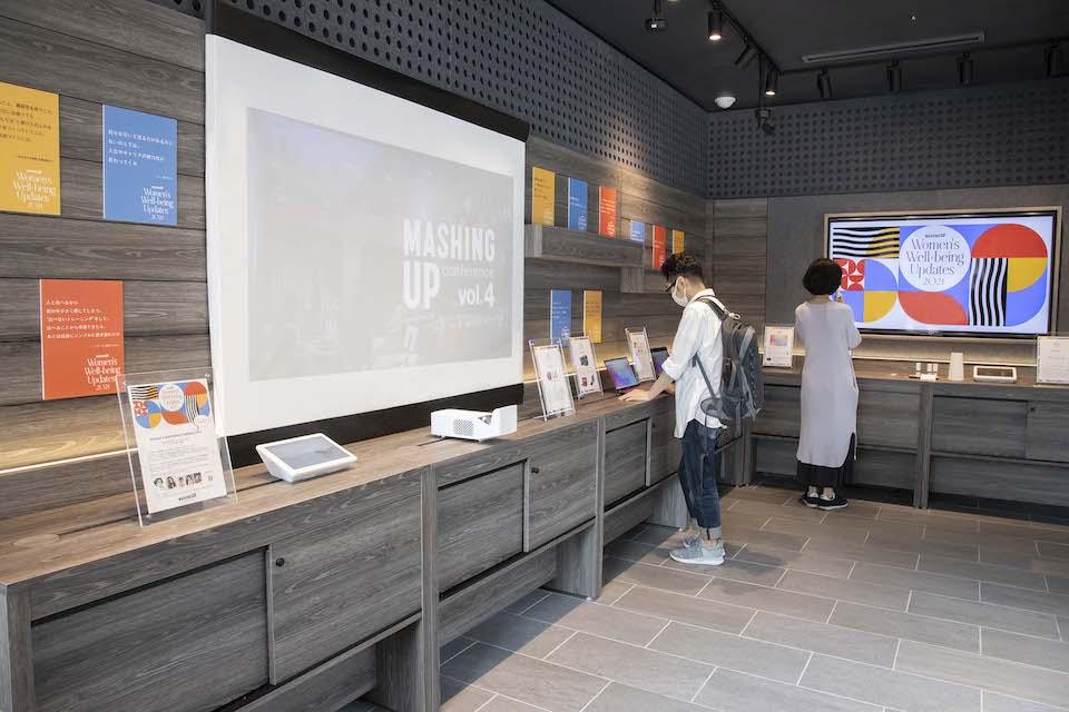 b8ta Tokyo - Yurakuchoで行われたエキシビジョンで、LGのプロジェクター「CineBeam HF65LS」は大活躍。