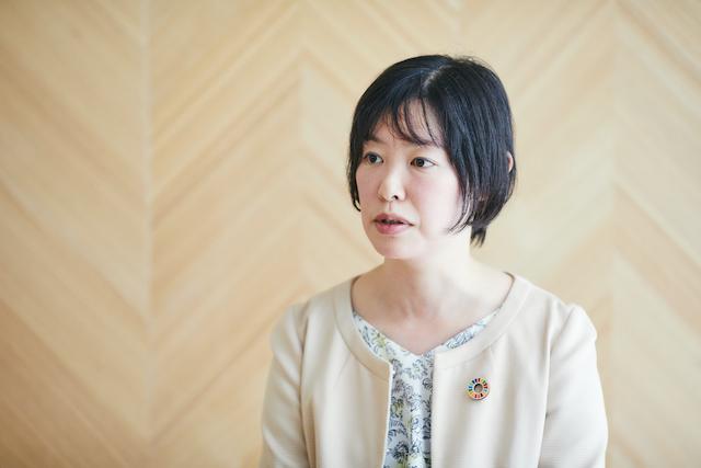 キャリアについて話す米山麗さん。