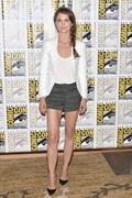 【日刊セレブ】参考にしやすいリアルスタイル。女優ケリー・ラッセル(37歳)の大人シンプルコーデ