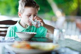 和食には「軟水」、動脈硬化予防には「硬水」...体調・シーン別、正しい水の選び方