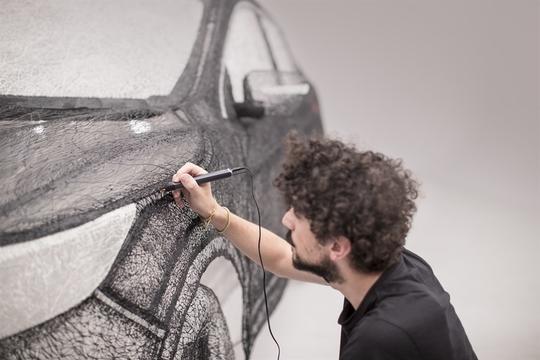 日産と3Dペン・アーティストの邂逅が生んだ、世界最大の3D彫刻SUV
