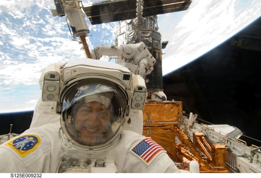 たった23日間の夢。かつて宇宙に憧れた少年は、苦難を乗り越え人類の宇宙望遠鏡を修理した