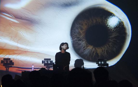 「音楽の未来は多感覚体験」アッシュ・クーシャ、理論を越えた音を語る