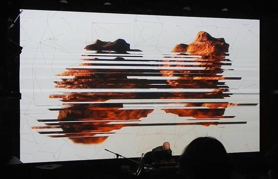 「MUTEK」を揺るがしたハーマン・コールゲンの爆音ライブ ー 大自然から取り出したデータが人間を侵食する