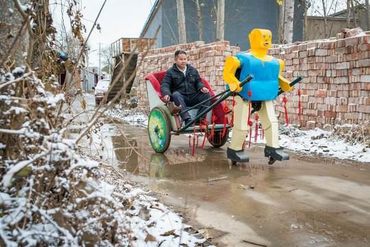 中国の農家で、ロボット作りを30年間も止めなかった男の情熱