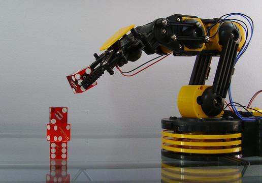 子守用ロボットに育児は可能か?対話型ロボットが引き起こしたパラドックス