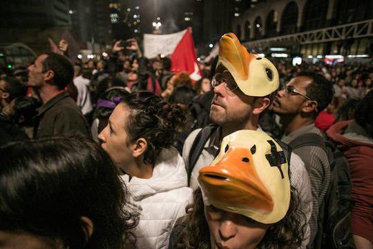 「Tinder」を使って、活動家を監視するブラジル政府と、プライバシーの消失