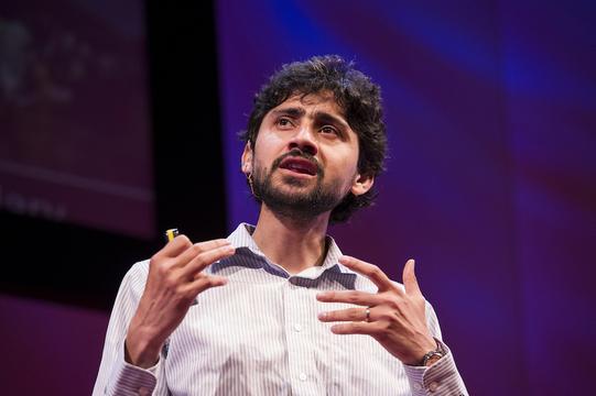 折り紙顕微鏡のパイオニア、マヌ・プラカシュが、マラリア治療に起こす革命
