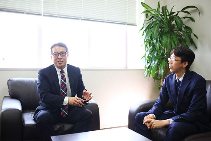 対談する五十嵐明生氏と松本光昭氏