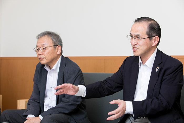 インタビューに答える千村氏と小倉氏