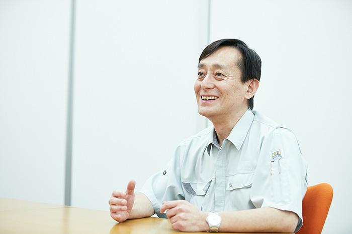 インタビューに答える清水氏