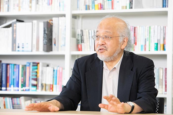 iインタビューに応じる藤本隆宏氏