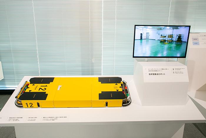 超低床型自動搬送ロボットの写真