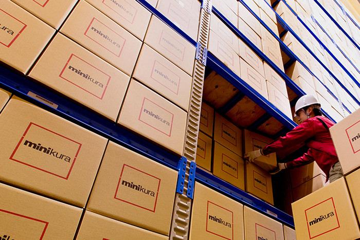 寺田倉庫での個品管理の様子