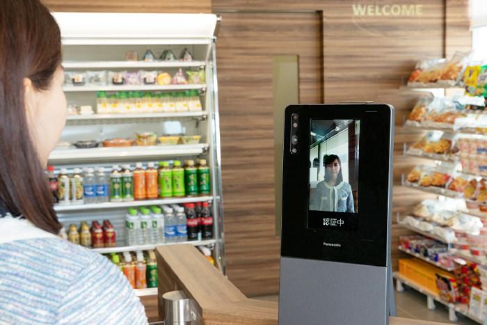 2019年4月、パナソニックは顔認証決済システムを実装した実験店舗「ファミリーマート佐江戸店」をオープンした(提供:パナソニック株式会社 コネクティッドソリューションズ社)