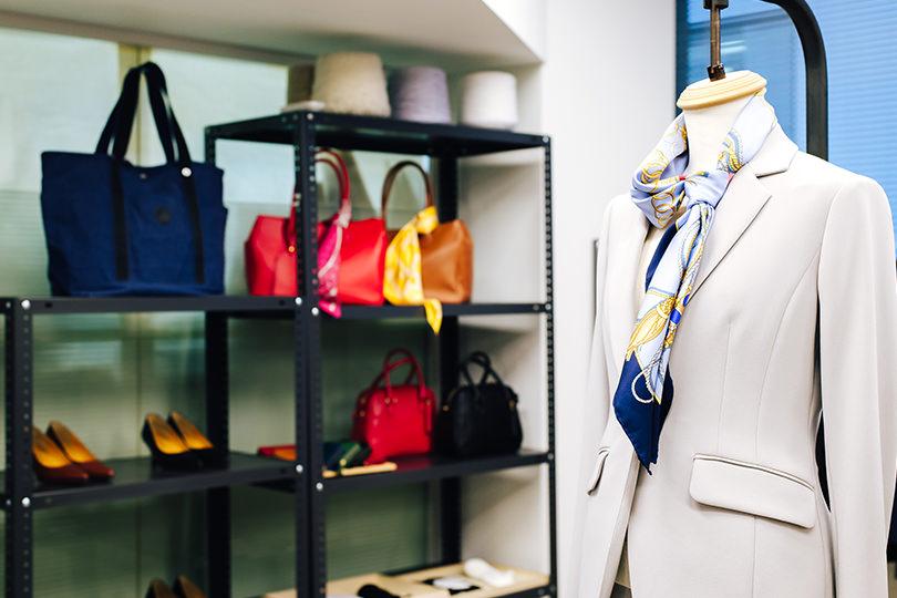 フィッティングスペースとして運営する店内には、技術力の高い工場が手掛けたさまざまな製品が並ぶ