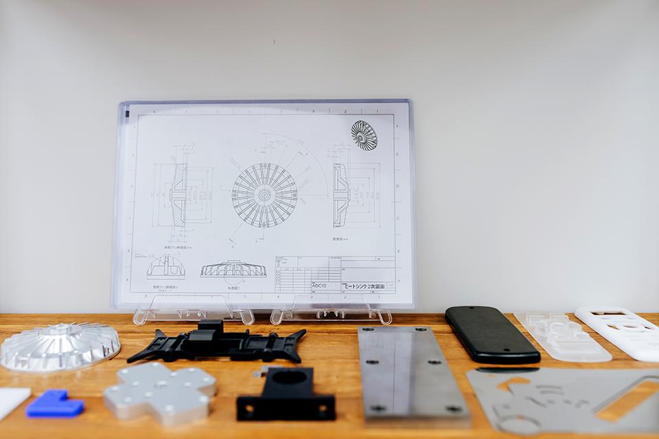 部品調達で必須とされてきた2D図面と、ミスミの調達プラットフォーム「meviy」の3DCADデータだけで手配できる様々な形状の部品