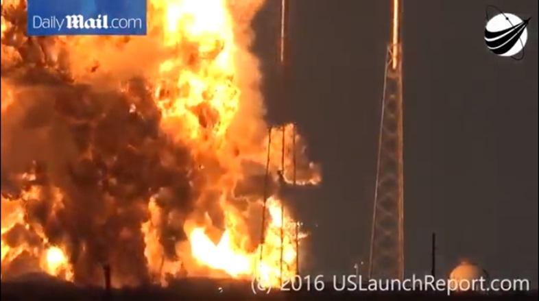 Falcon 9爆発直前に不審な光。Sp...