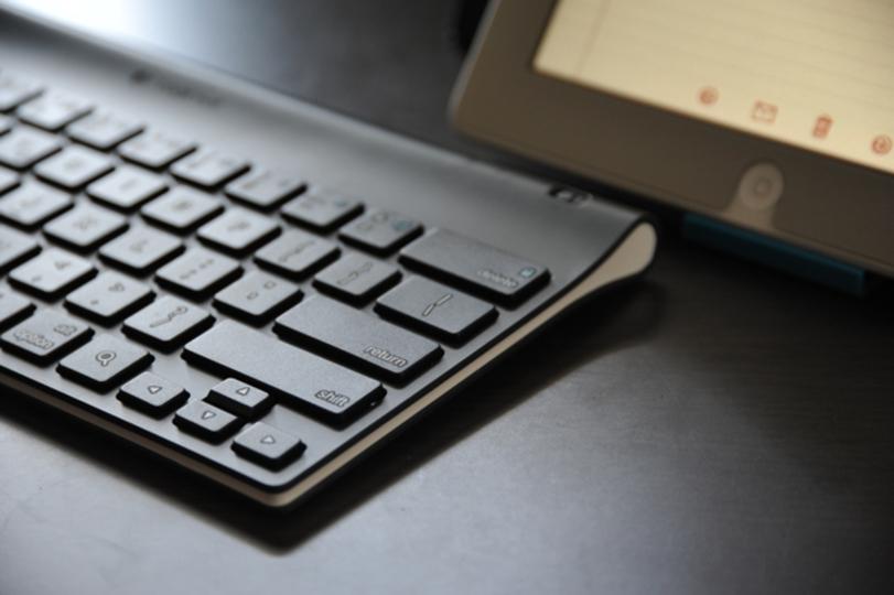iPadで見たり書いたり作ったりをフルサポートしてくれる「ロジクール タブレットキーボード For iPad」