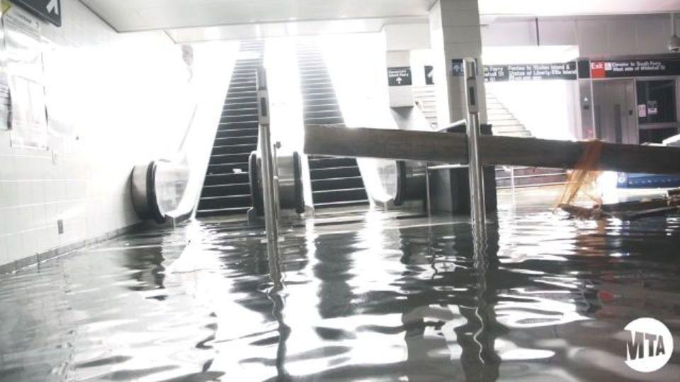 海水に浸かったニューヨークの地下鉄...その危険性