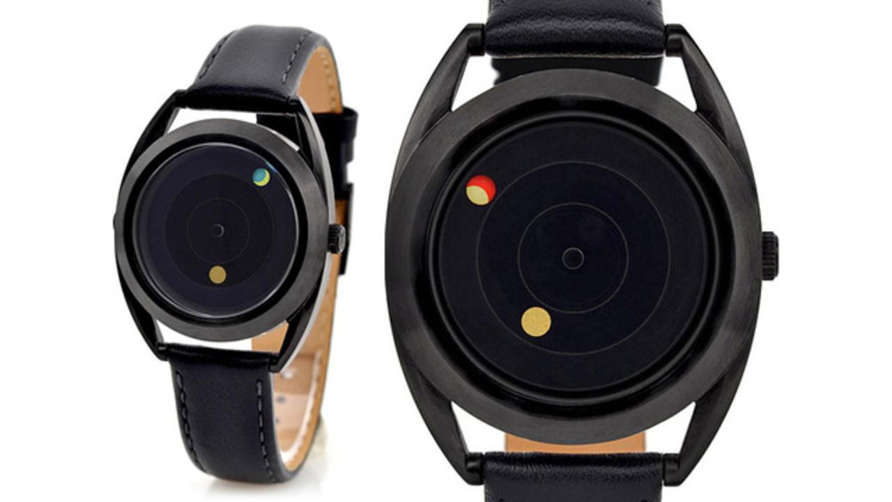 衛星を意識してデザインされた腕時計がすごい素敵