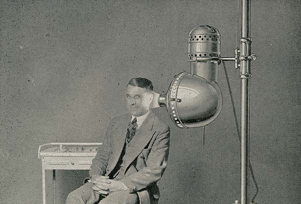 121126Kellogg_arc_lamp_treatment_to_ear.jpg