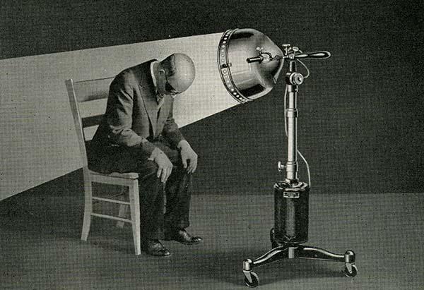121126Kellogg_arc_lamp_treatment_to_scalp.jpg