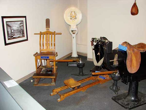 121126Kellogg_contraptions_on_the_queen_mary.jpg