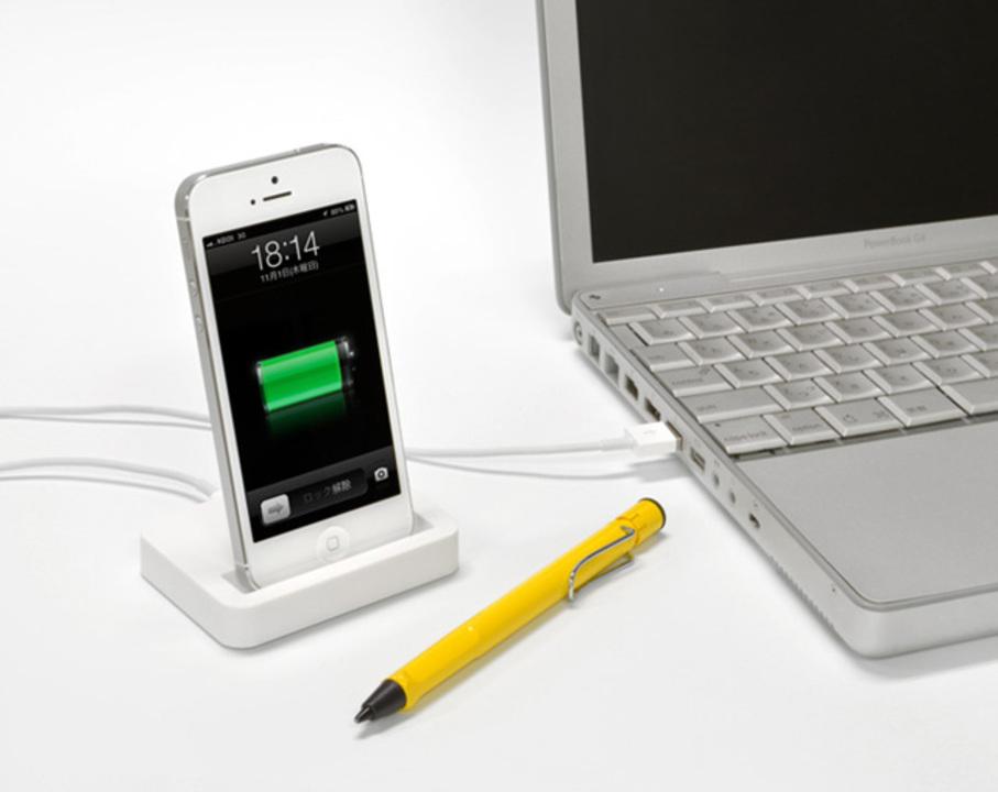 非純正だけど念願の縦置き充電できるiPhone 5用スタンドが登場