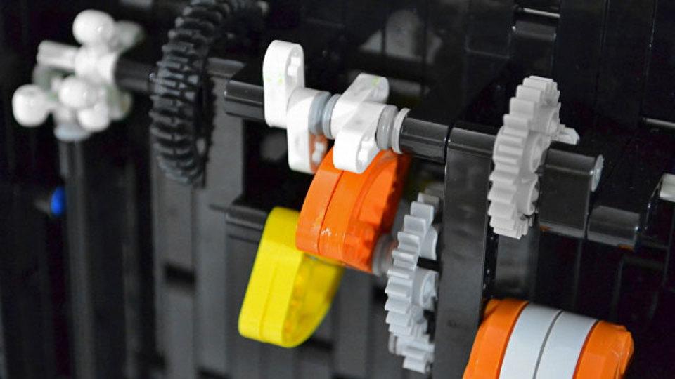 レゴ マインドストームで作られた時計 時間を忘れてじーっと見ちゃう(動画)