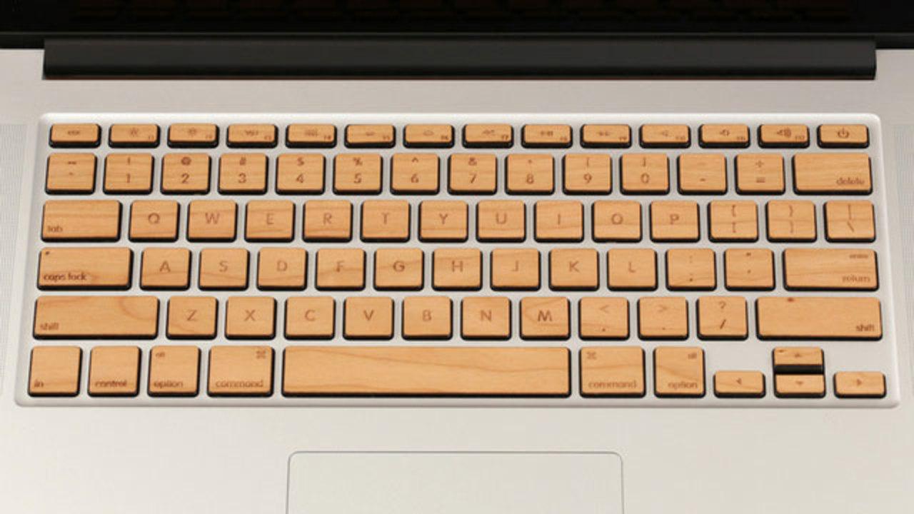 風情あるかも? 木のキーボードにしたMacBook