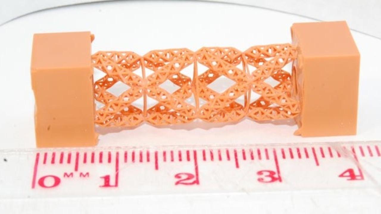 3Dプリンタで成形したカスタムデザインの梁、強度はなんと鉄筋の1万倍