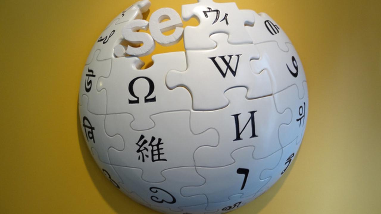 Wikipediaと昔ながらの百科事典、どっちが読みやすい?