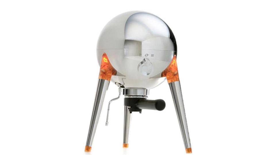 まさに月面着陸船? キッチンに降り立つ豪華エスプレッソマシン