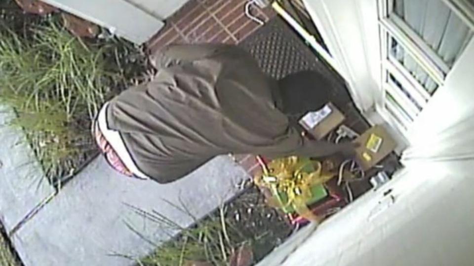 監視カメラは見た! FedExが配達したiPad miniを盗むUPS配達員の姿を(動画あり)