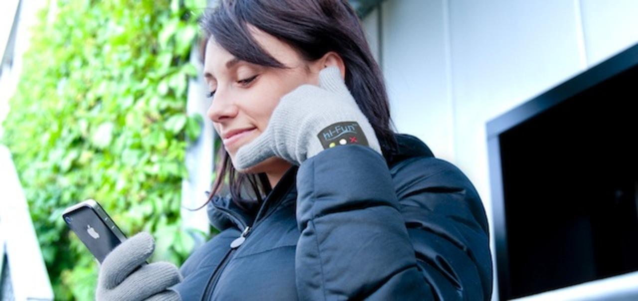 最近手袋進化し過ぎ。自分の手が受話器になる手袋「hi call」