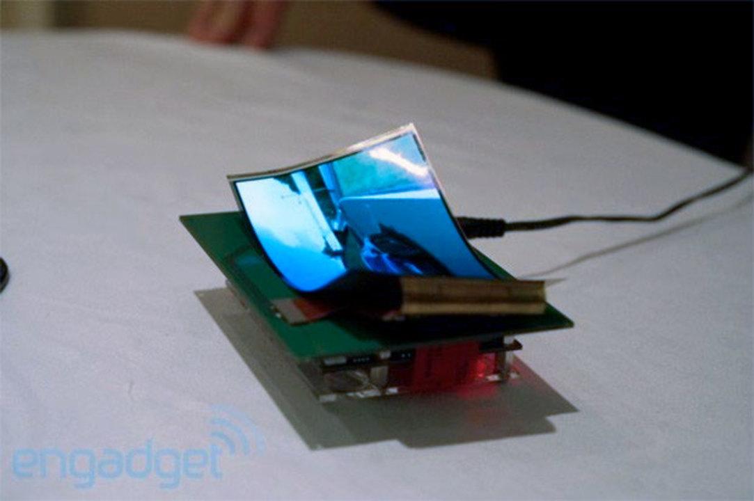 クニャクニャ折り曲げ可能なフレキシブルディスプレイをサムスンが発表へ